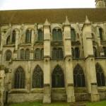 Subtiliai pereita nuo romaninio iki gotikinipo stiliaus