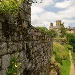 La Garde-Guerin siena šalia skardžio