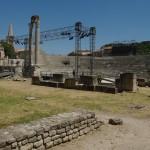 Amfiteatras ir garsiosios originaliosios išlikusios kolonos